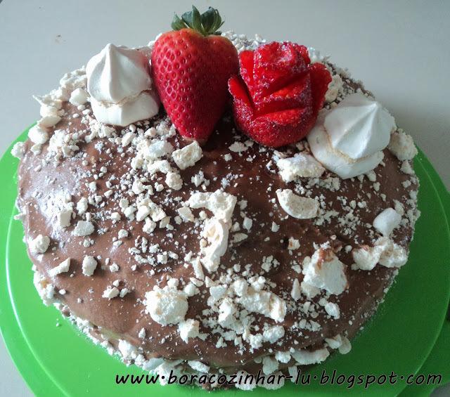 como fazer bolo suspiro morango chocolate
