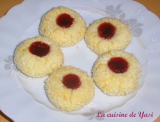 Biscuits coco et confiture
