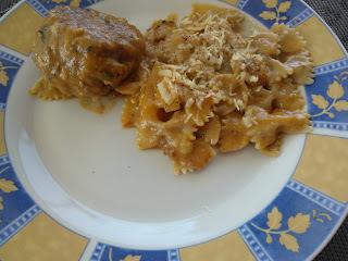 macarrão gravatinha ao molho branco com frango