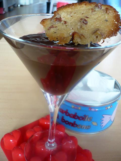 Mousse chocolat noir parfumée au rhum arrangé & tuiles orange-tonka
