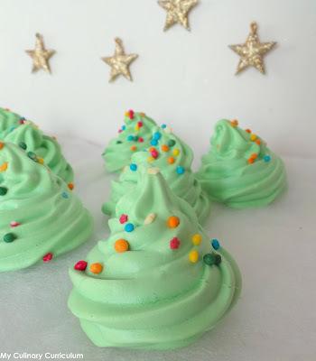 Sapins de Noël en meringues (Christmas tree meringues)