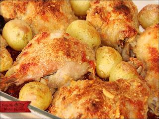 coxa e sobrecoxa de frango empanado assado