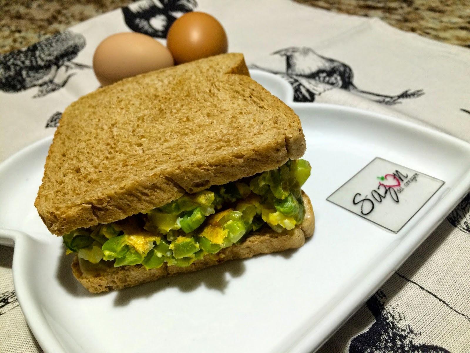 Sandwich de huevo con ejotes