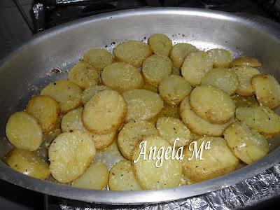 Batatas assadas com ervas finas e queijo parmesão ralado