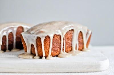 bolo com cobertura branca