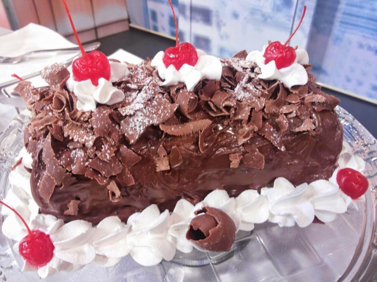 de rocambole de chocolate e recheio de chocolate trufado