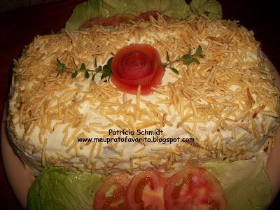 torta salgada de pão de forma de sardinha com pure de batata