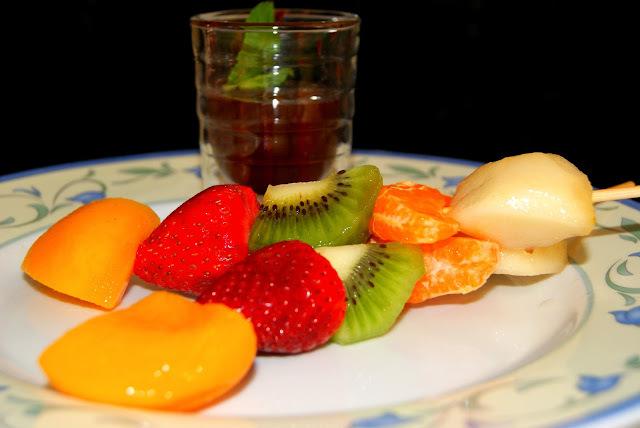 Brochetas de Frutas con Chocolate Fondue