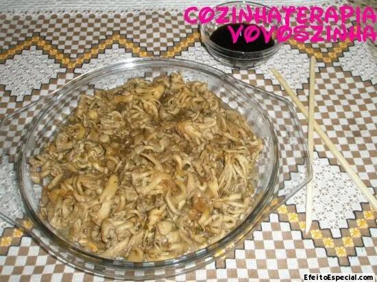 Refogado de cogumelos shimeji