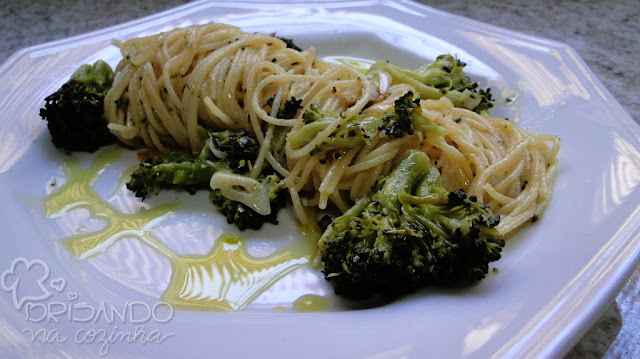 Espaguete com brócolis ao forno