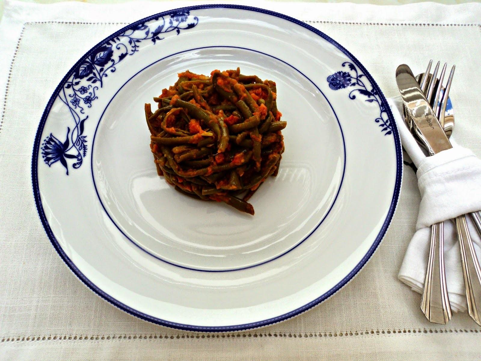 Ensalada templada de judías verdes, tomate y jamón