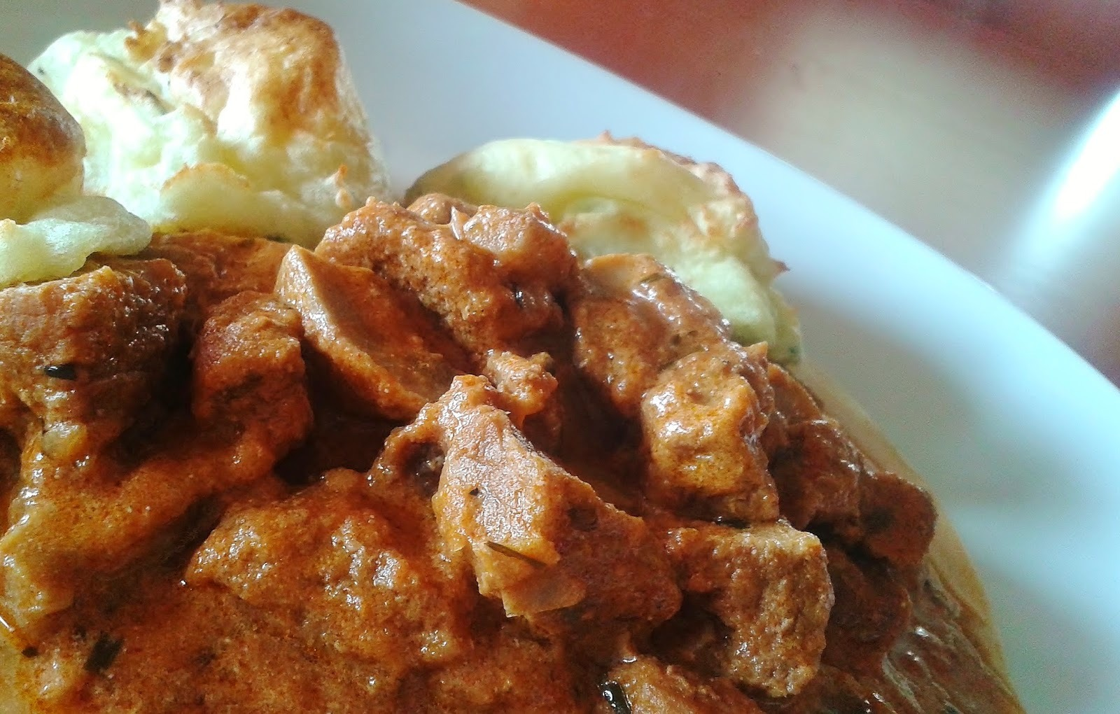 Tárkonyos-gombás borjúragu snidlinges krumplipüré-puffanccsal