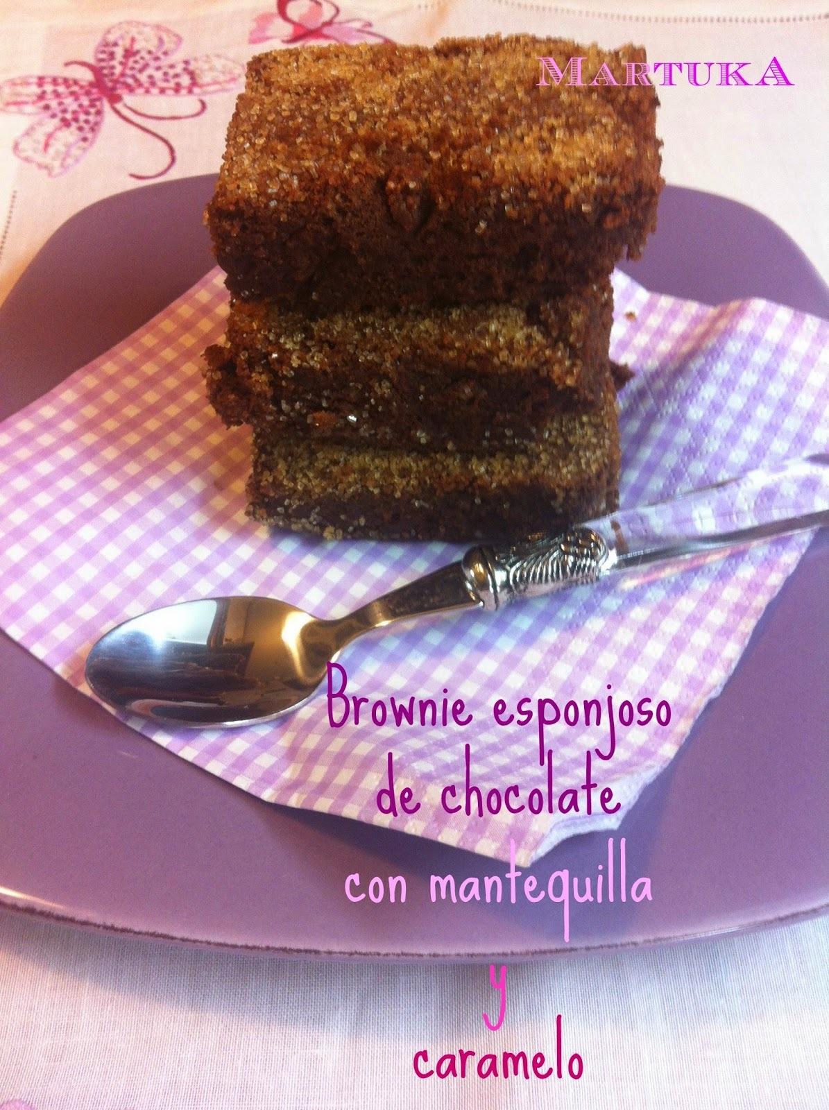 Brownie Esponjoso De Chocolate Y Mantequilla Con Caramelo