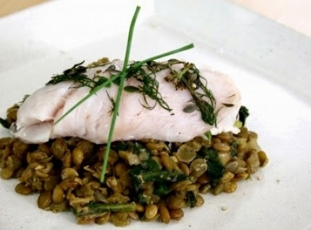Peixe Branco sobre Lentilhas com Espinafre
