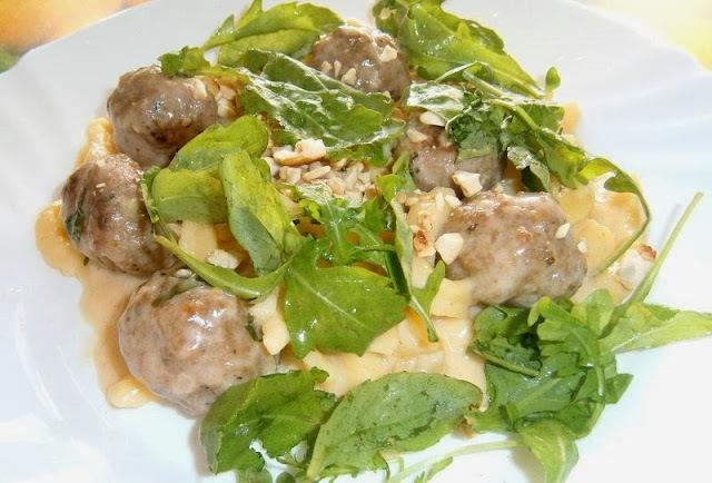 Špecle s mletým mäsom a krémovou omáčkou s orechami ( Ihnačákov recept )