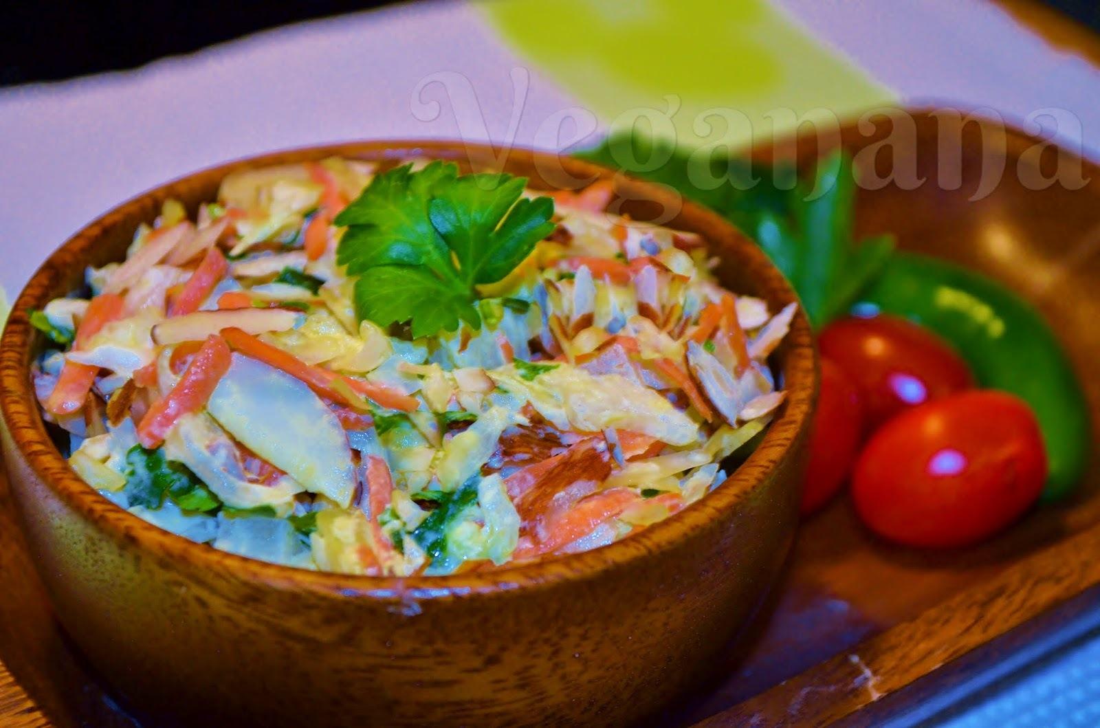 Salada de Repolho com Molho de Amêndoas e Pera