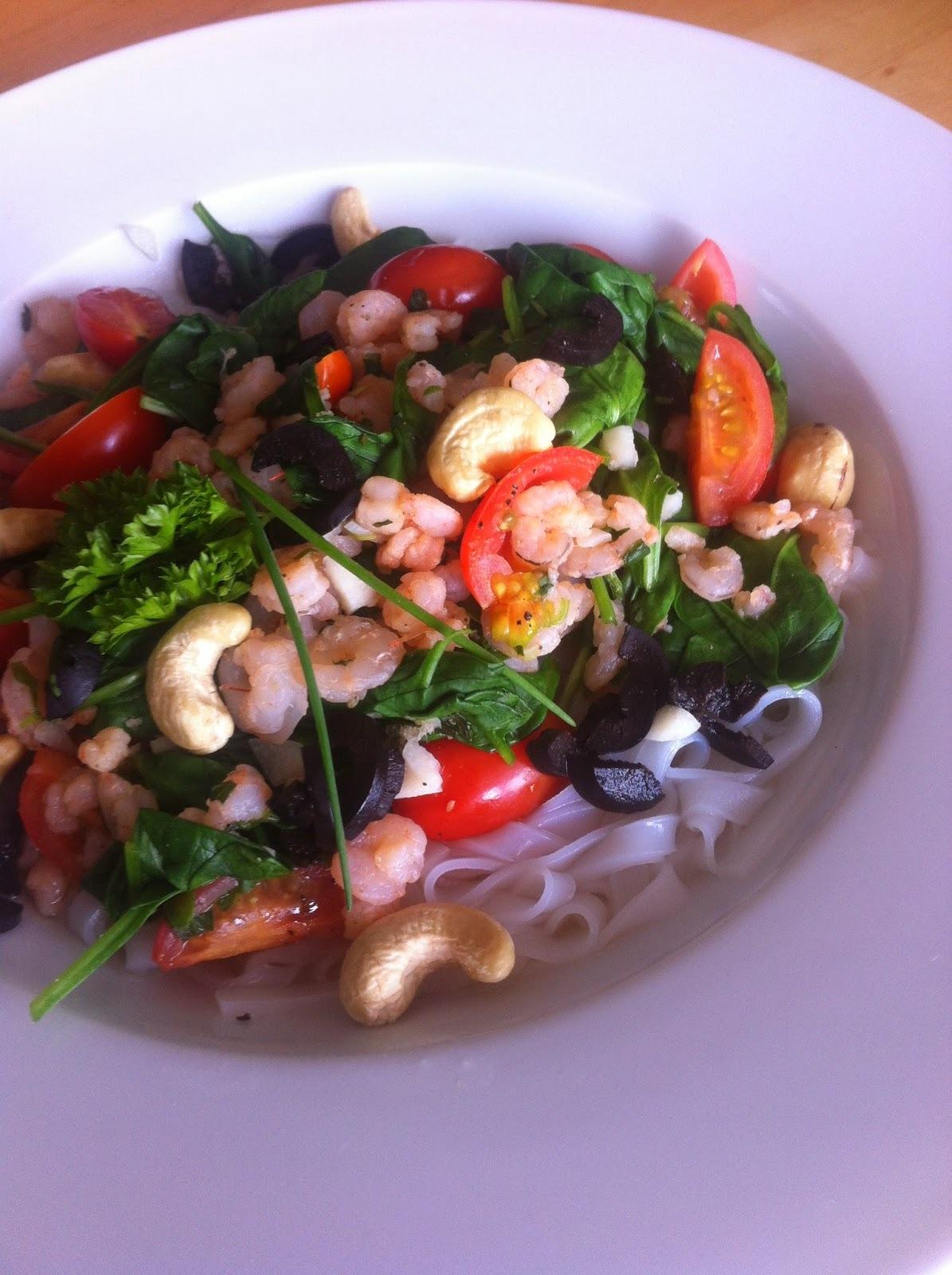 Krevety s čerstvým špenátem na rýžových nudlých