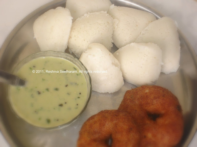 Idlis / Steamy rice cakes