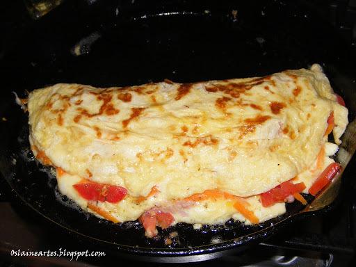 omelete com bacon e calabresa