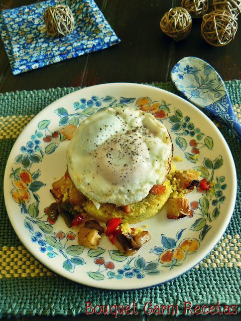 Vegetales asados con cous-cous y huevo