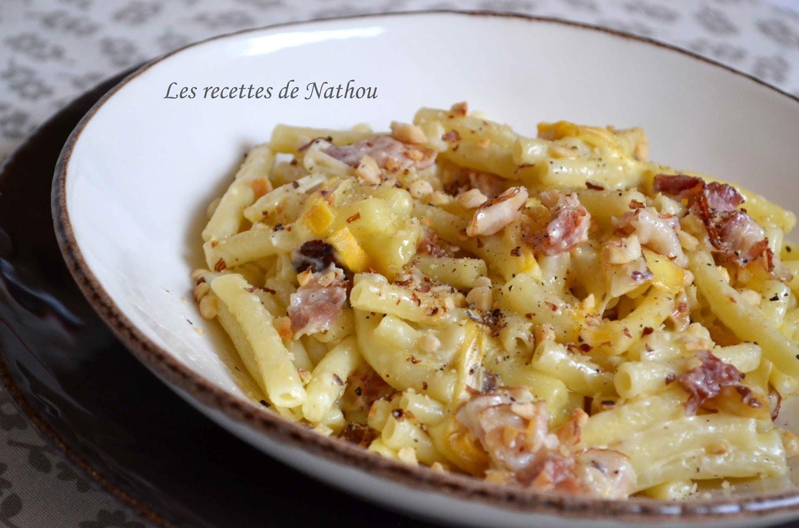 Macaronis au lard, Reblochon et noisettes grillées
