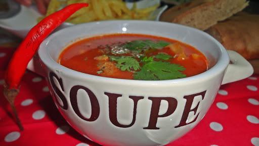 Chorba hamra aux langue d'oiseau / soupe  à la tomate /Soupe à la tomate et langues d'oiseaux