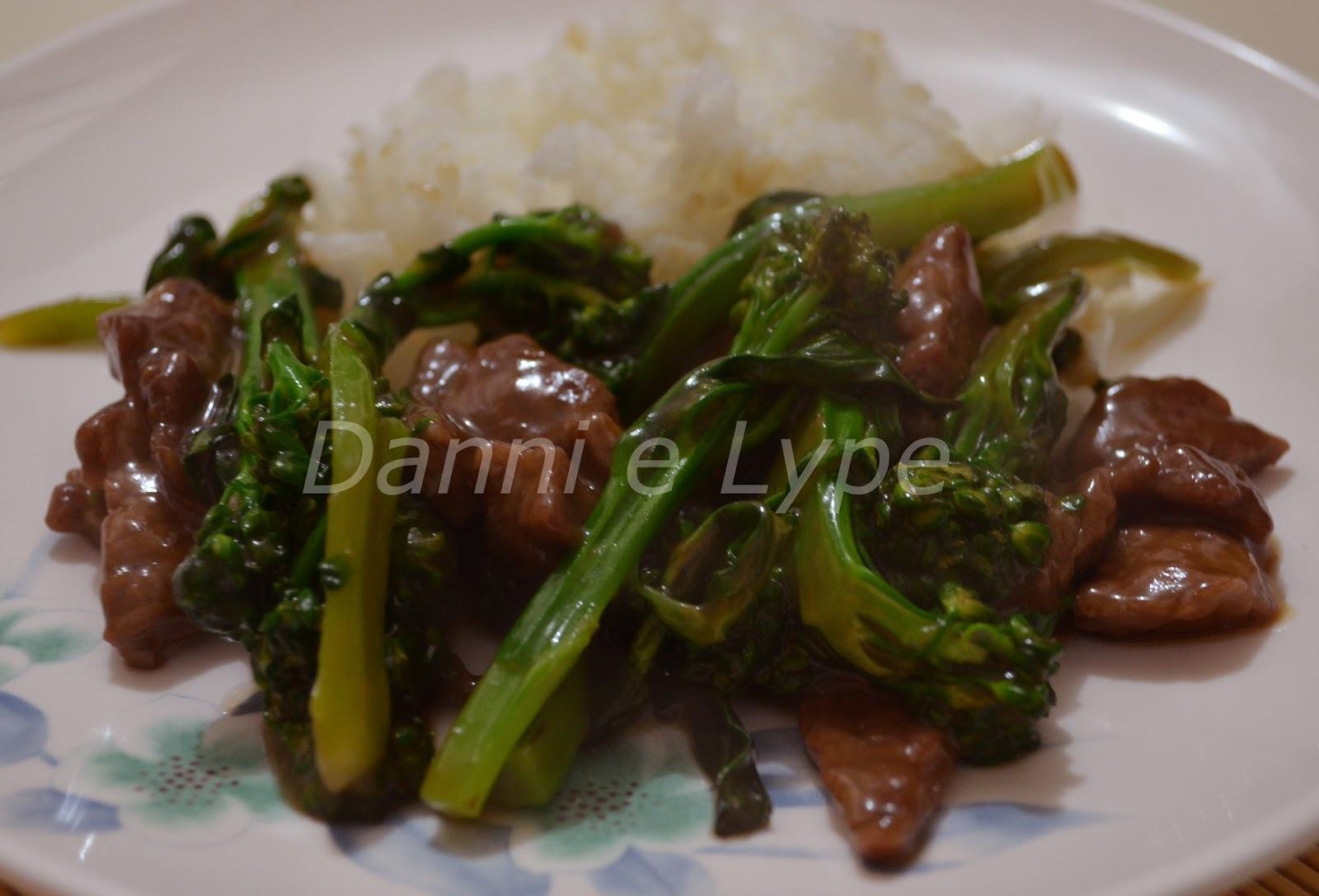 Carne com Brócolis no Molho de Ostras