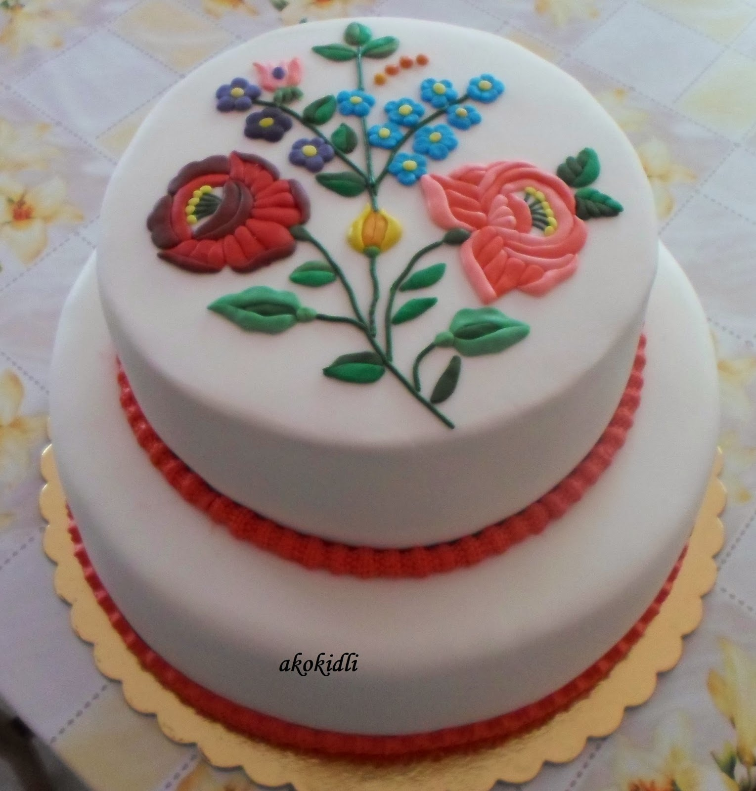 Kalocsai esküvői torta  és a diplomaosztós torta