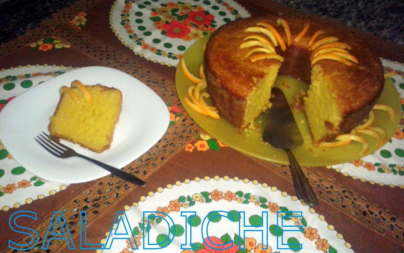 de bolo de laranja de liquidificador feito com laranjas inteiras