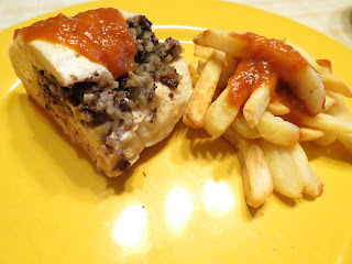 Peito de frango com morcela e maçã
