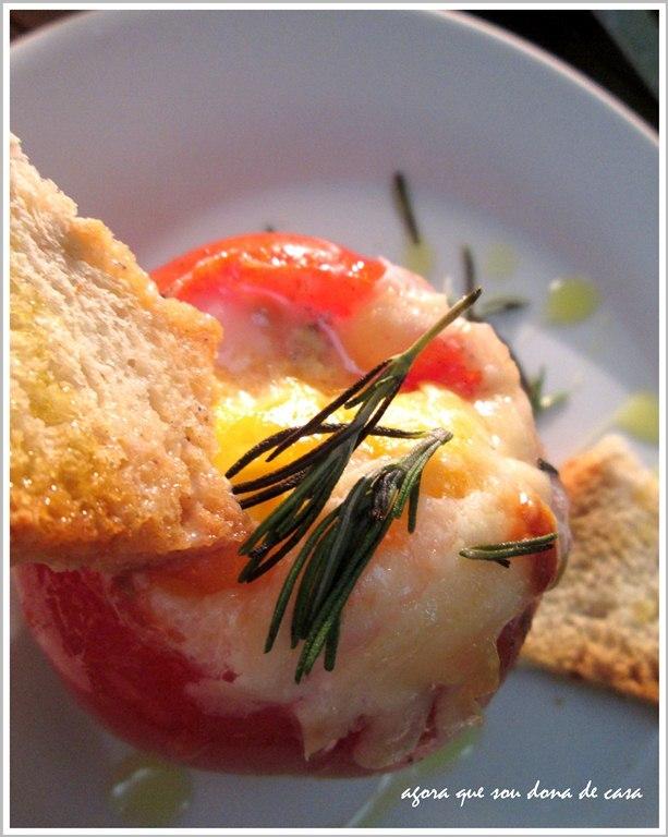 da mesa da infância para a mesa de hoje: tomates recheados com ovos
