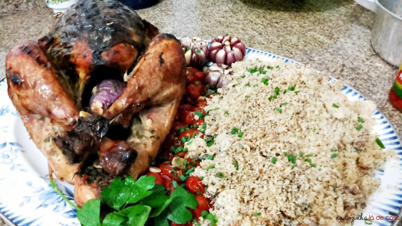 Peru Aromático com Tomates Salteados e Farofa de Abacaxi e Bacon