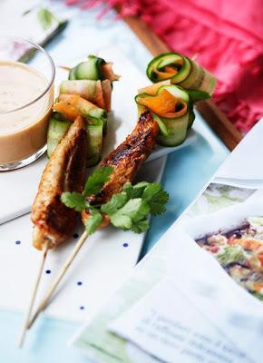 Kyllingesticks med peanutsauce og grøntsager