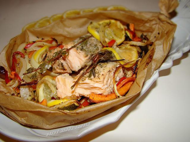 Papelote de salmão com legumes