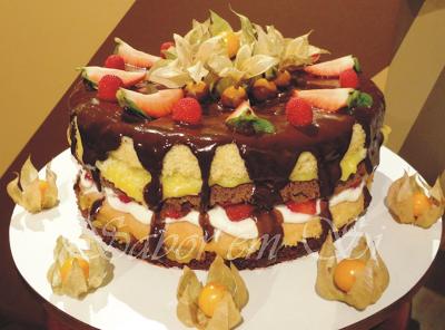 de bolo de aniversario de 3 andares de morango