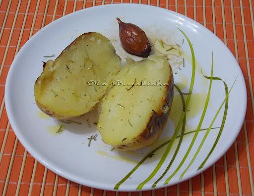 batata inteira cozida na panela de pressão