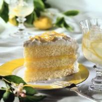 bolo recheado com suspiro em cima