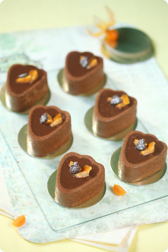 Шоколадно-апельсиновые пирожные с фундуком / Mini tortas de chocolate e laranja com avelã