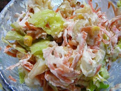 Ensalada de coliflor, zanahoria y aderezo de yogur
