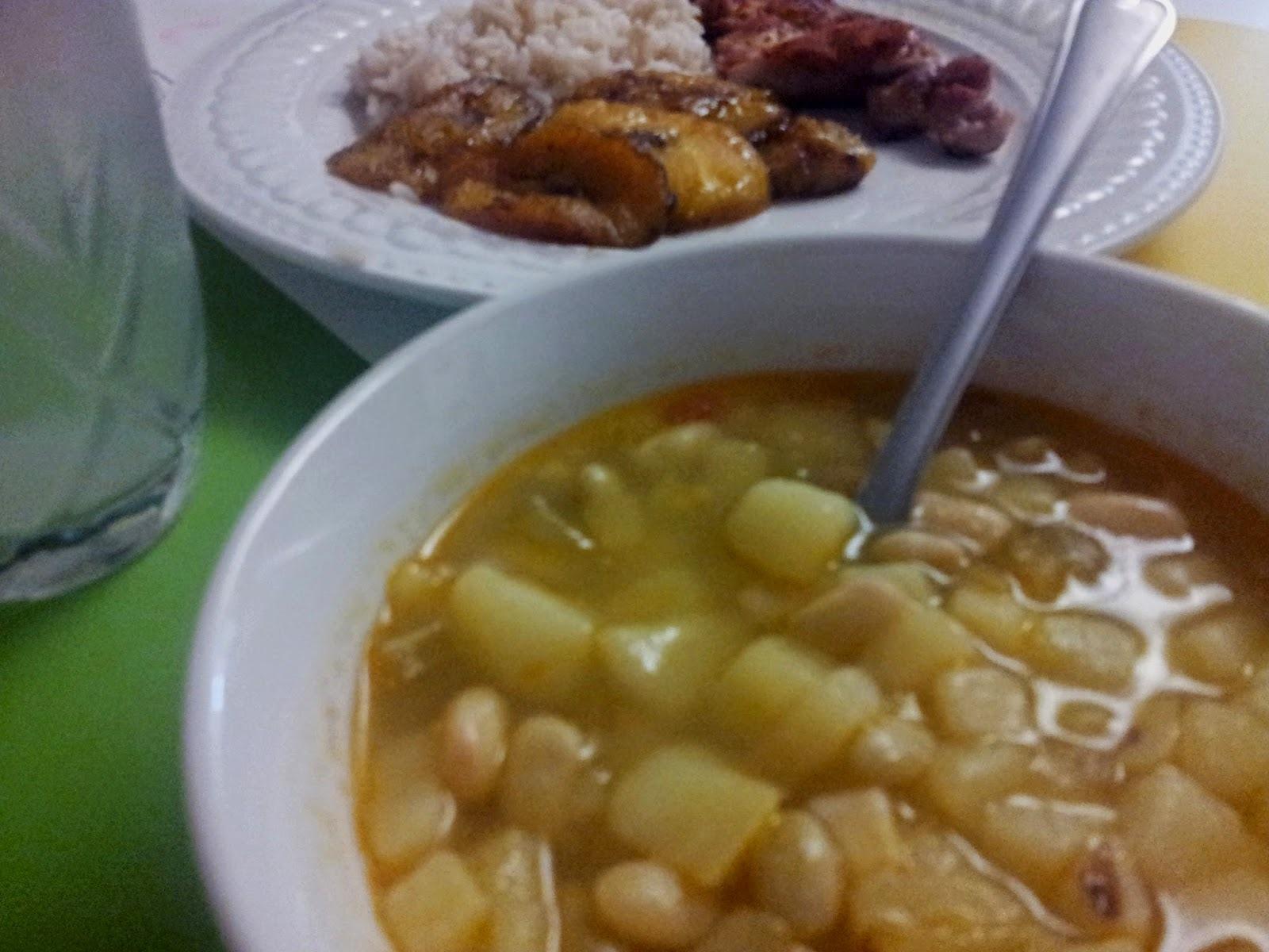 Sopa de frijol verde colombiana