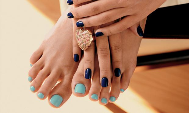 Nos extremos: veja como combinar os esmaltes dos pés e das mãos