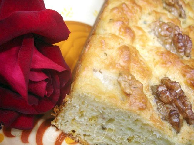 Bolo salgado com gorgonzola, pêra e nozes...e um carinho especial