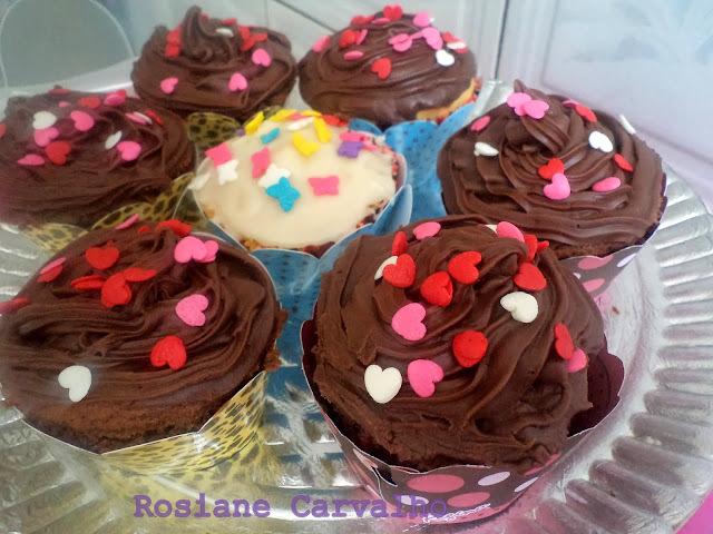 cupcake baunilha recheio de morango ganache chocolate