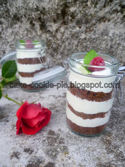 Čokoladne tortice s bijelom kremom - u staklenkama