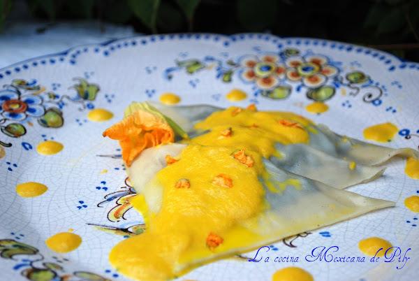 Ravioles rellenos de Huitlacoche en Salsa de Flor de Calabaza
