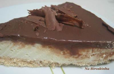 tortas decoradas com biscoito e chocolate bombom