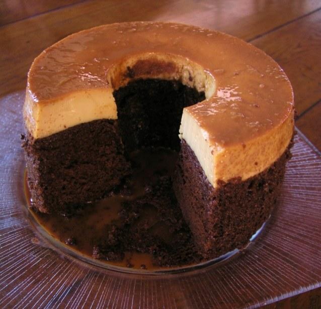 Pastel con Flan (Chocoflan)