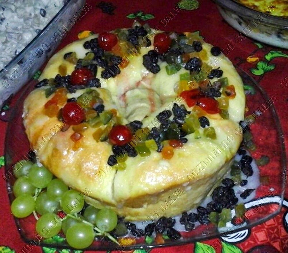 rosca recheada com frutas cristalizadas feita com fermento biológico sêco