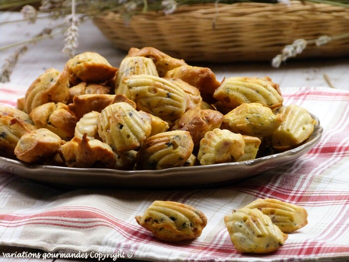 Madeleines salées, lardons, olives et thym {bouchées apéritives}