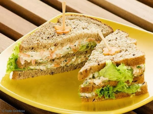 de sanduíche com pão de forma sem casca